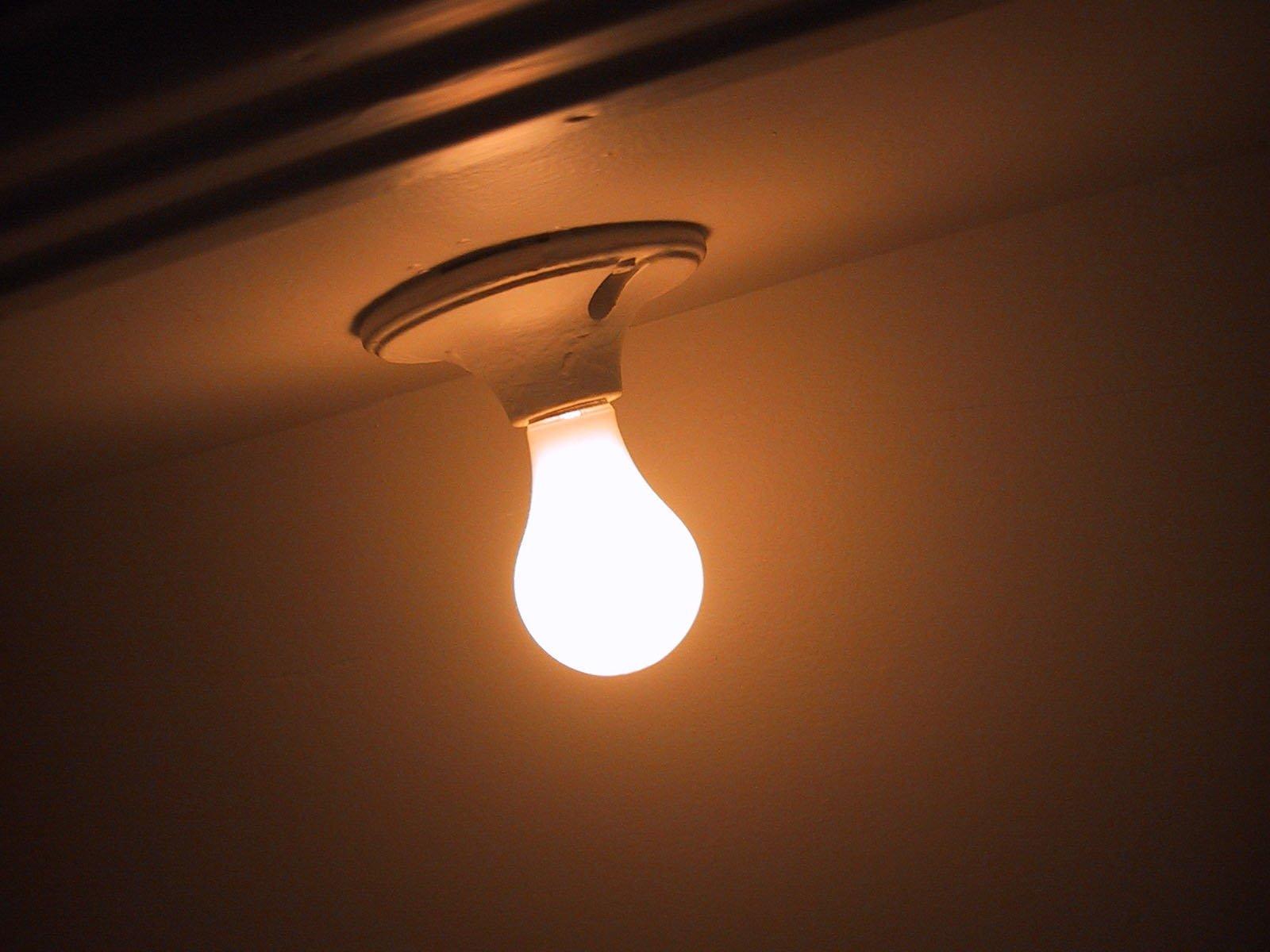 žiarovka, stena