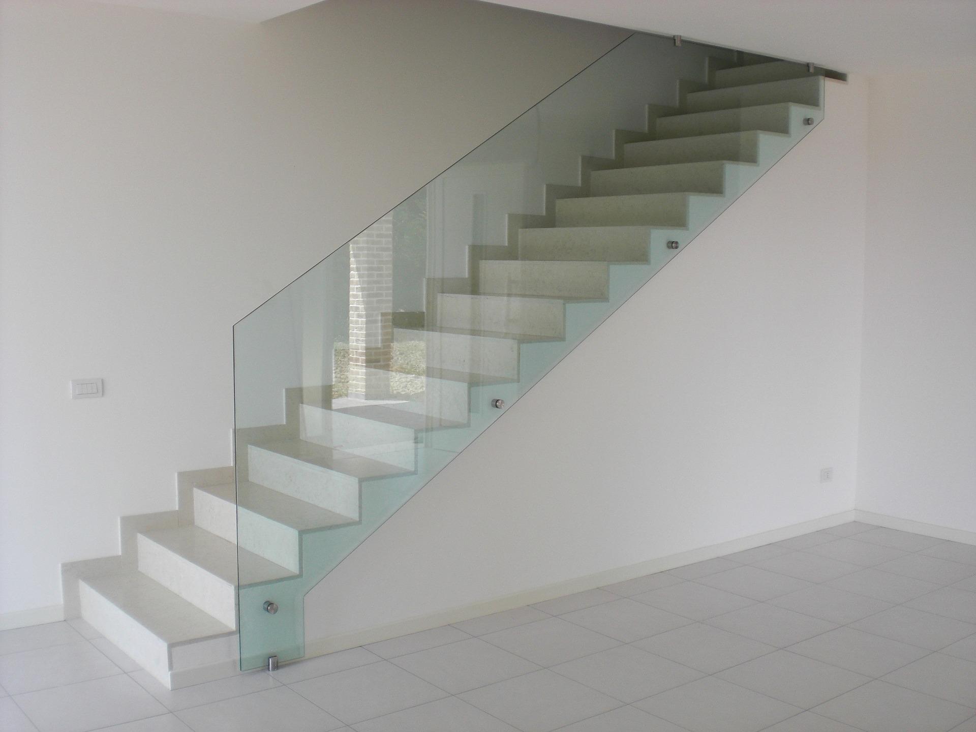 glass-wall-2134798_1920