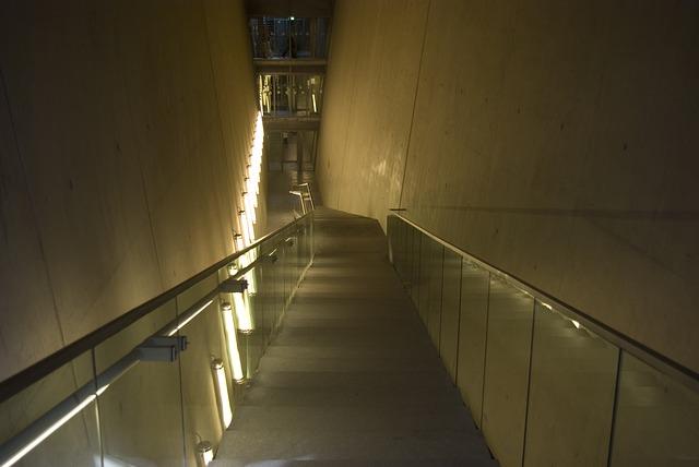 Sklenené zábradlie – moderné riešenie interiéru i exteriéru