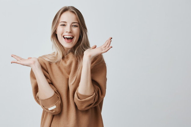 pretty-beautiful-woman-with-blonde-long-hair-having-excited-happy-facial-expression_176420-14958